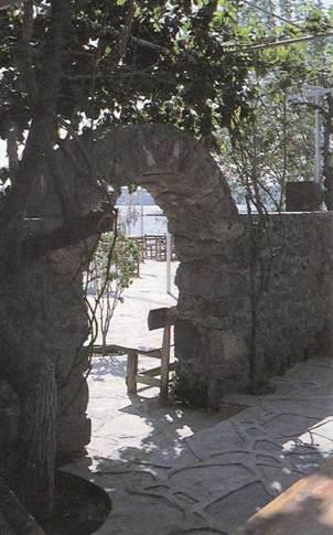 арки из природного камня