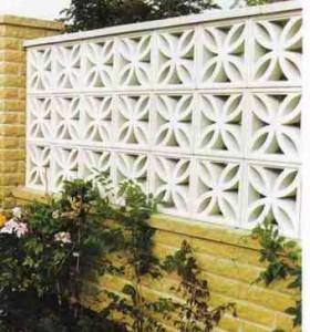 стена из декоративных блоков