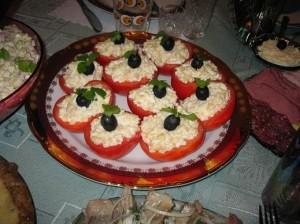 Помидоры фаршированные печеным перцем