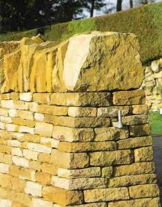 стена из природного камня