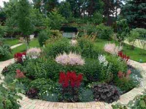 Цветочное оформление с учетом декоративности листьев растений.